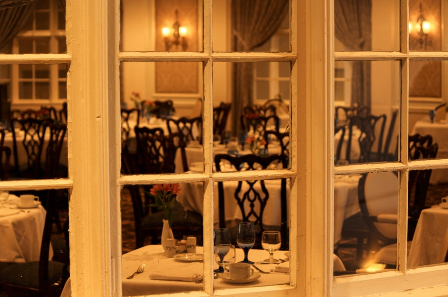 dining-room-restaurant-window-table-setting-67806